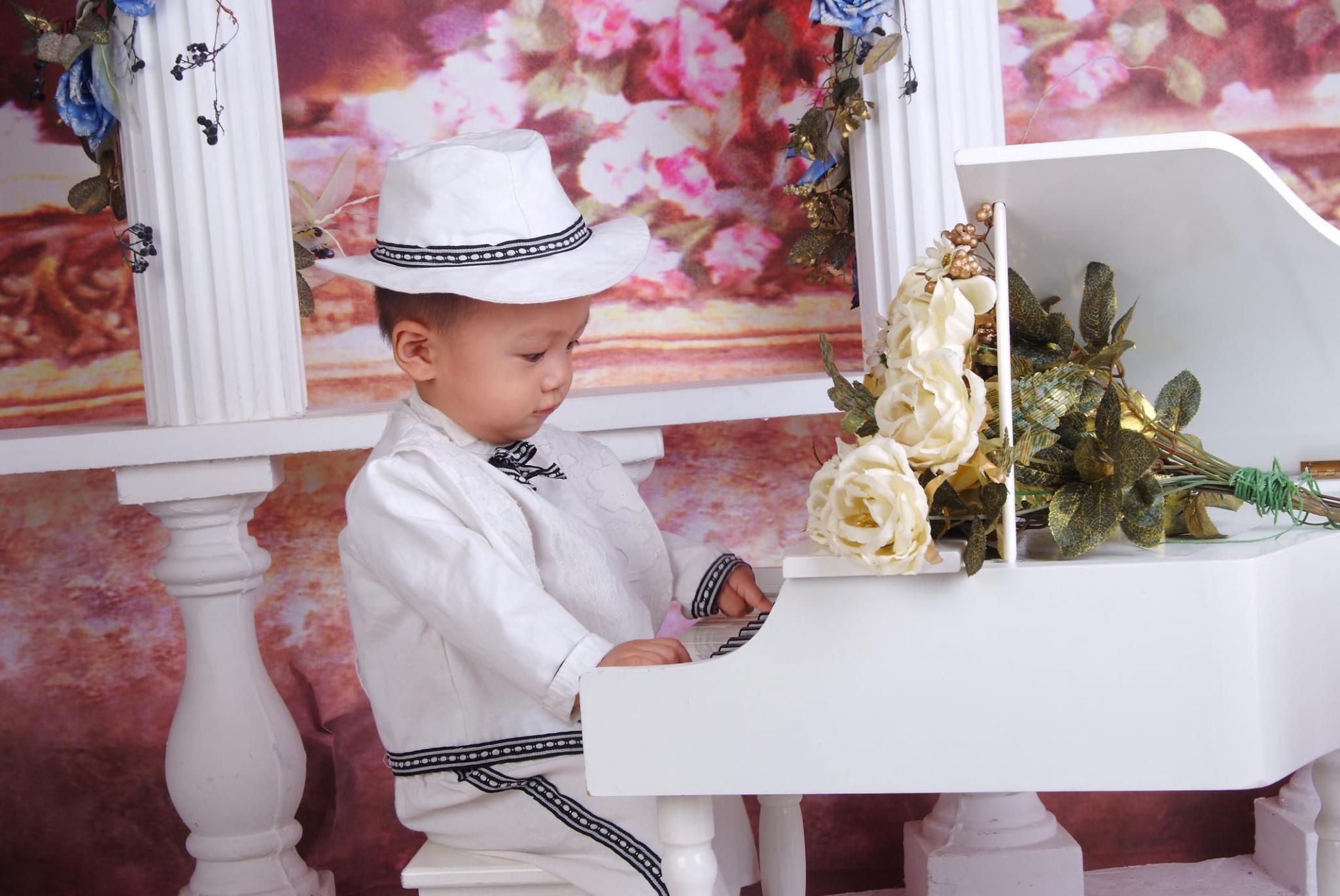 弹钢琴 - 宝宝照 - 父母网