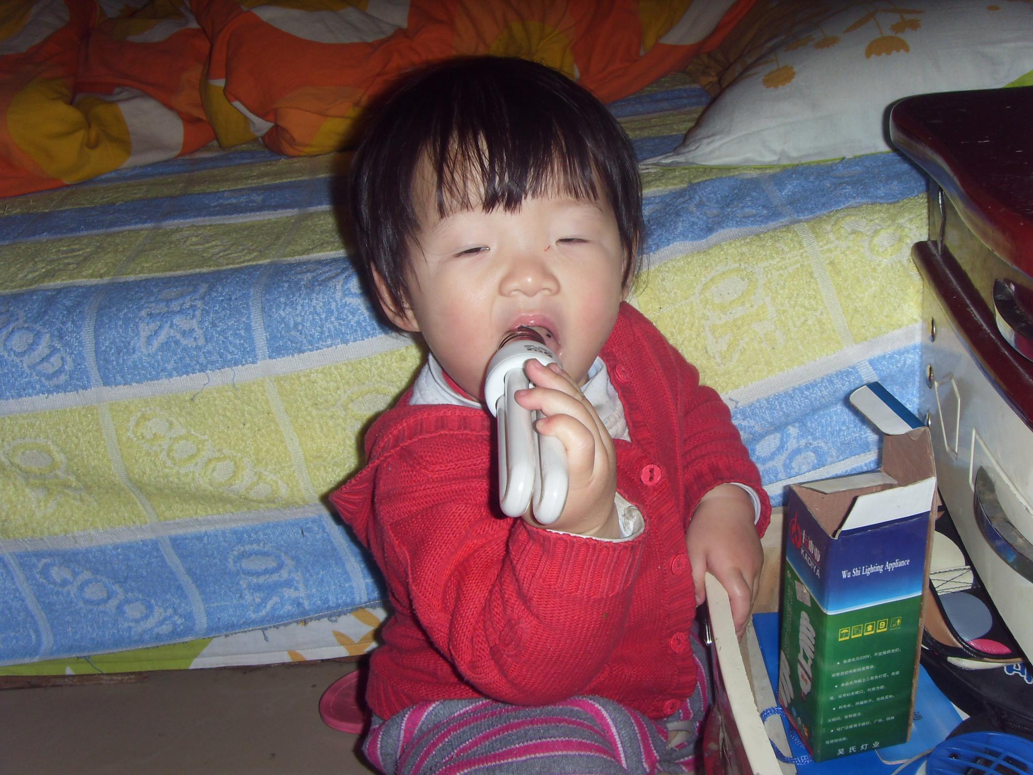 我家 宝宝 老是喜欢乱翻 乱吃东西 妈妈爱润的空